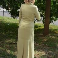 Costum  elegant , in nuanta de verde deschis