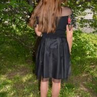 Fusta eleganta in clos, culoare neagra cu flori rosii brodate