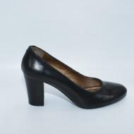 Pantof de culoare negru din piele, cu varf rotund si toc inalt, gros