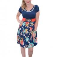 Rochie casual, pe bleumarin, cu pliuri in partea inferioara si imprimeu floral