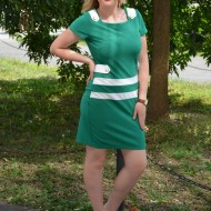 Rochie casual, rafinat, de culoare verde cu inserti de dungi albe