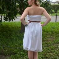 Rochie cu bretele in culorile alb si corai cu insertie de elastic