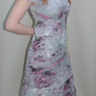 Rochie cu imprimeu abstract, nuanta de gri, decolteu in V