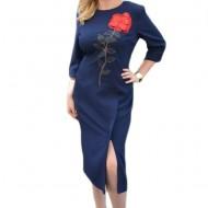Rochie de culoare bleumarin cu broderie deosebita si slit pe picior