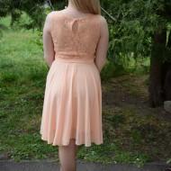 Rochie de gala scurta, de culoarea piersicii, din dantela si voal