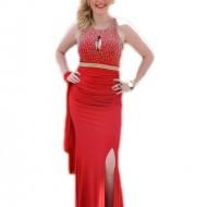 Rochie lunga, rosie, mulata pe corp, decorata cu strasuri si margele
