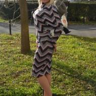 Rochie rafinata cu croiala fashion si design de dungi multicolore