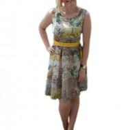 Rochie tinereasca de zi, cu croiala evazata si design multicolor