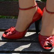 Sanda casual-elegant, culoare rosie, cu toc inalt si varf rotund