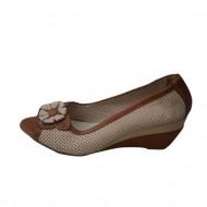 Sanda rafinata tip pantof, decupata in fata, culoare maro-bej