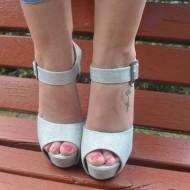 Sandale cu toc inalt, lucioase, cu platforma, culoare argintii