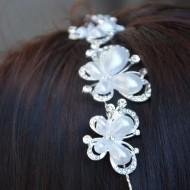Agrafa chic din metal fin argintiu cu cristale sau perle aplicate