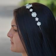 Agrafa tinereasca, argintie cu strasuri aplicate in forma florala