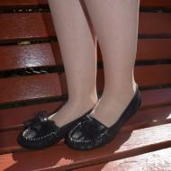 Balerin tineresc, nuanta de negru, design de cusaturi albe