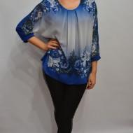 Bluza albastra cu imprimeu de flori si strasuri, model pentru ocazii