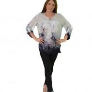 Bluza moderna, tinereasca, alba cu model de fluturi colorate