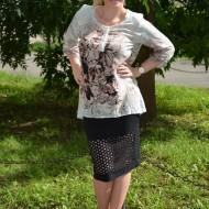 Bluza rafinata, croiala moderna si imprimeu abstract pe fond gri