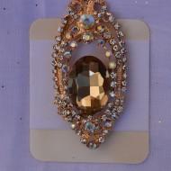 Brosa rafinata cu forma alungita si design de perle, pietre colorate