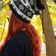 Caciula tinereasca din fibre, cu model in stil nordic negru-alb