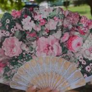 Evantai elegant cu design floral multicolor si maner din plastic