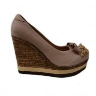 Pantof de culoare bej cu talpa plina inalta, decorata cu margele