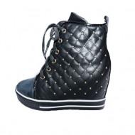 Pantof modern cu platforma ascunsa si tinte mici, nuanta neagra