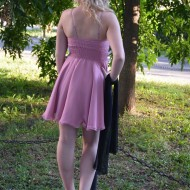 Rochie de culore plamaniu,cu bust imbracat in dantela neagra