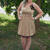 Rochie din saten bej cu buline maro, model elegant