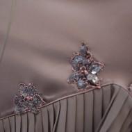 Rochie eleganta, croi asimetric din saten lucios de culoare maro
