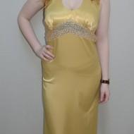 Rochie eleganta lunga, de nuanta aurie, cu un design deosebit