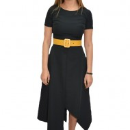 Rochie eleganta, neagra, asimetrica, accesorizata cu o curea galbena lata