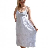 Rochie tinereasca, de culoare alba, cu model de broderie