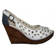 Sanda alba tip pantof cu varf decupat si design de perforatii