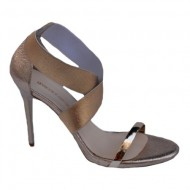 Sandale rafinate cu toc subtire,nuanta de auriu