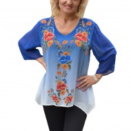 Bluza chic cu imprimeu floral aplicat pe un fond albastru