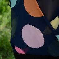 Bluza cu maneca lunga, pe fond bleumarin cu buline colorate