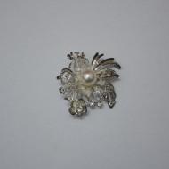 Brosa deosebita, nuanta de gri si argintiu, perle rafinate atasate
