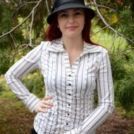 Camasa clasica de dama, nuanta de negru-alb, cu decolteu in V