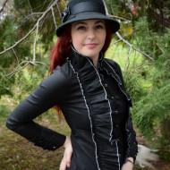 Camasa tinereasca cu volane bogate, culoare neagra cu design alb