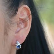 Cercei negri cu design de perla si strasuri, aspect rotunjit