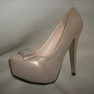 Pantof din material lucios, cu toc inalt si fundita, in nuanta bej