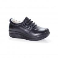 Pantof negru din piele cu talpa joasa, varf rotund si siret reglabil