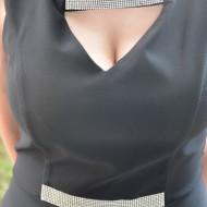 Rochie cambrata, de culoare neagra, model simplu cu decolteu mic