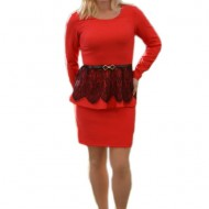 Rochie chic de culoare rosie cu insertie de dantela neagra in talie