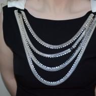 Rochie eleganta, de culoare neagra, cu insertie de lanturi argintii