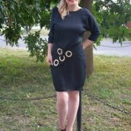 Rochie feminina, neagra, cu un croi shic