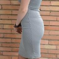 Rochie in tendinte model casual, alb-negru, cu design de colier