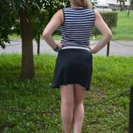 Rochie shic, scurta iar fusta cu pliuri bleumarin-rosu