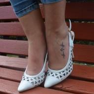 Sandale elegante , stiletto, din piele naturala perforate, de culoare alba