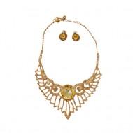 Set modern de bijuteri ,colier si cercei de culoare aurie